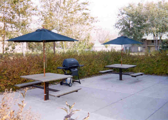 Becker-avenue-apartments-patio.jpg