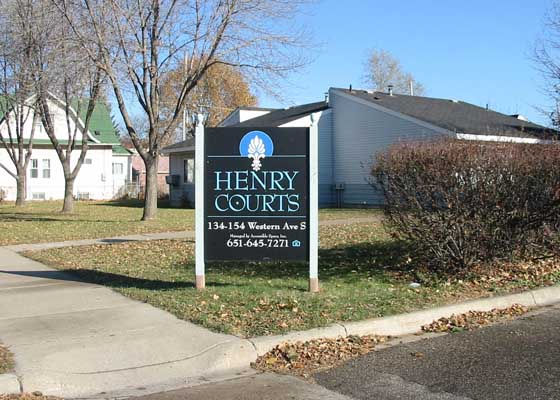 Henry Courts II Townhomes Sign
